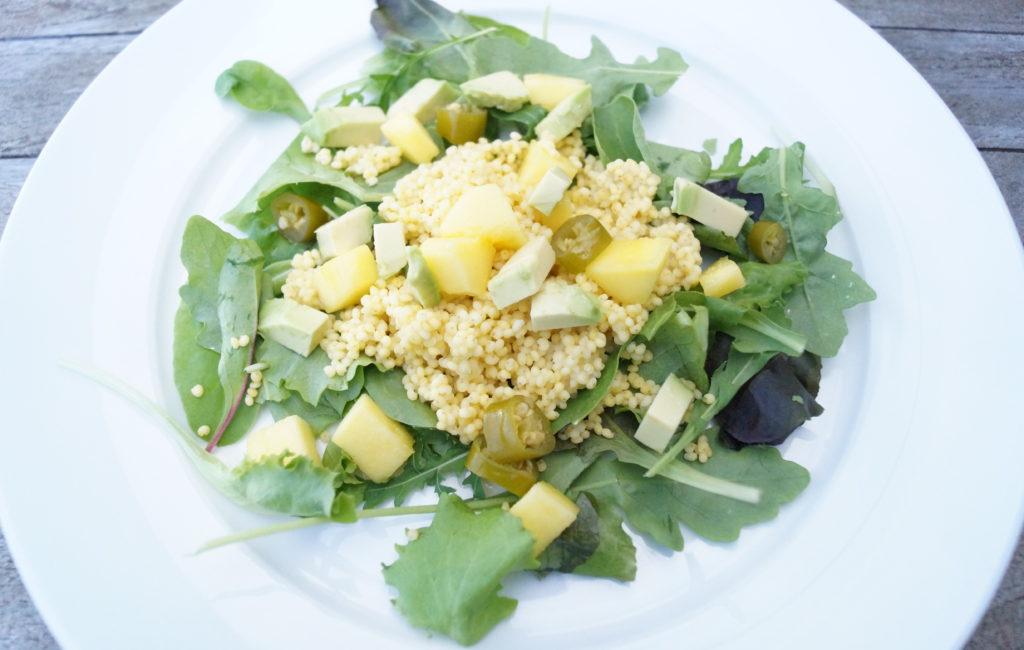 On a Healthy Adventure Pittige mango-avocado salade 2